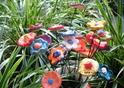 kwiaty z gliny